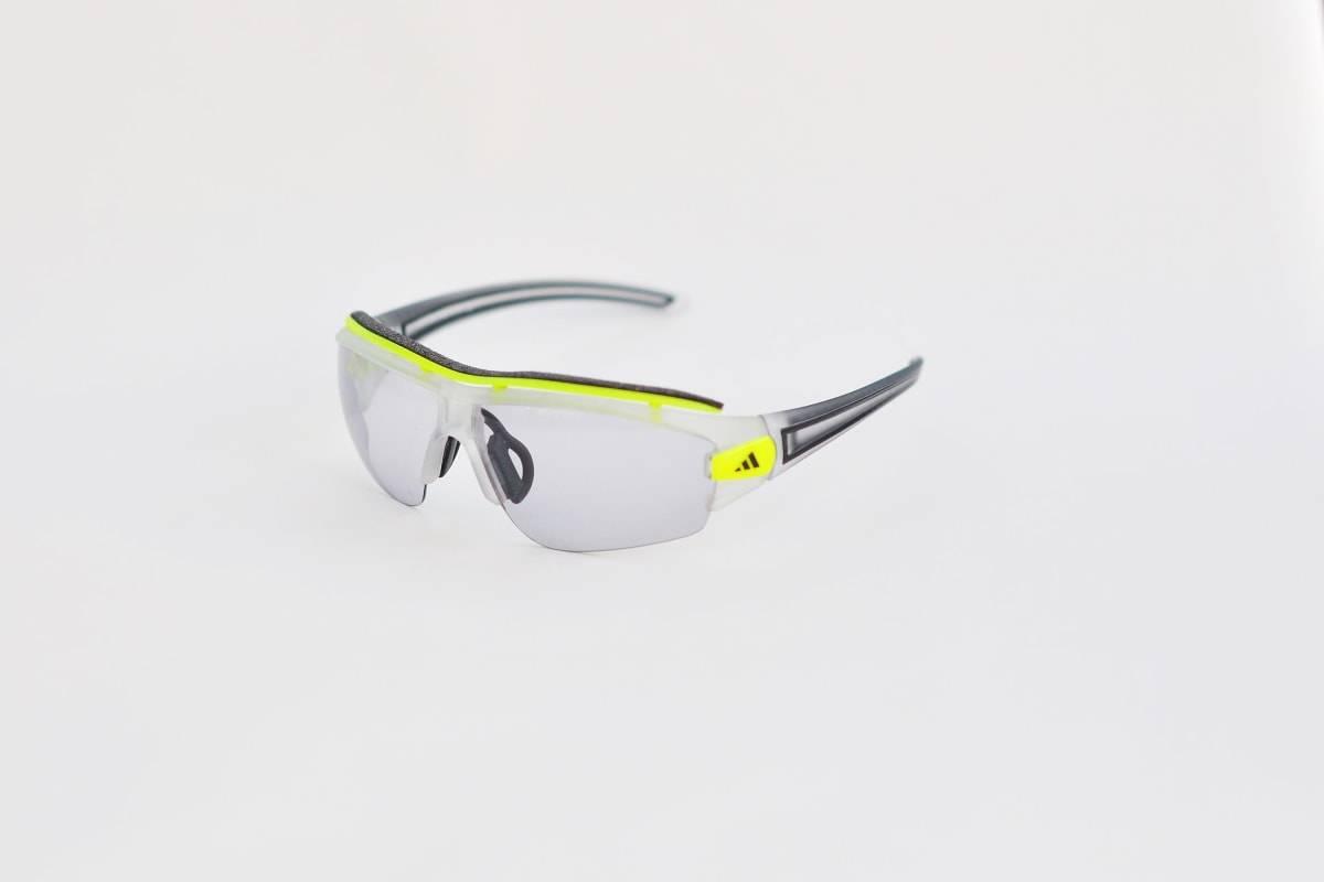 Det onde øyet: Adidas Evileye Halfrim har et litt annet utseende enn andre sykkelbriller. De fotokromatiske glassene blir helt klare i lite lys.