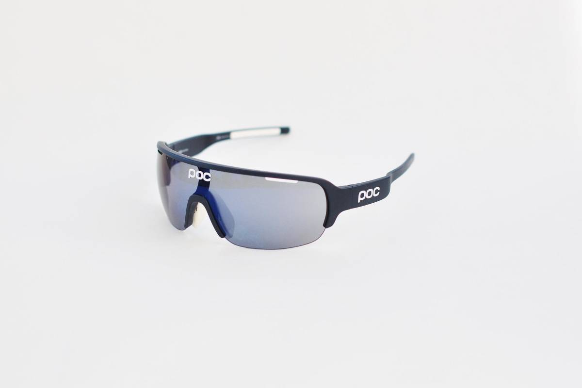 UNIKE: Poc Do Halfblade har et ganske annet utseende enn den typiske sykkelbrillen. De sitter og dekker godt, samt ser ok ut på cafe.