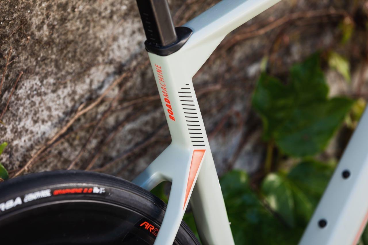 NY ROADMACHINE: Sykkelen som satte landeveisverdenen på hodet i 2017 kommer allerede nå i andre generasjon. Foto: HD Pictures © BMC / Je�re�mie Reuiller