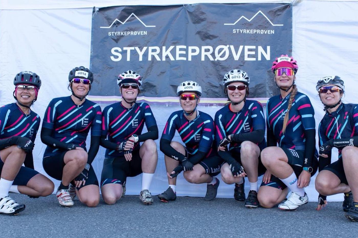 FRA DRØM TIL MARERITT: De sju rytterne i Ladies Edition lå an til seier på Lillehammer-Oslo da veltet. Jentene hevder de ble presset av veien av et herrelag seks kilometer fra mål. Foto: Ladies Edition