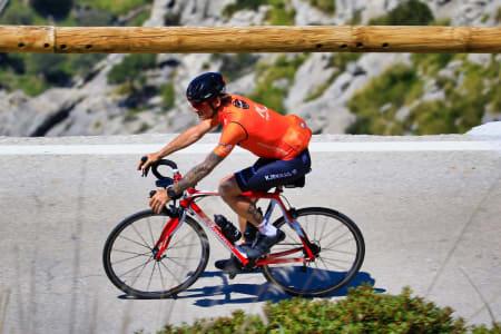 STERK: Bjørn Haakon Braadland har sittet med til mål på alle rullerittene Kjekkas har syklet denne sesongen. I helga satt han alene i brudd i 17 mil før han vant det 365km lange Oslo-Lærdal. Foto: Mallorca Cycling Photos