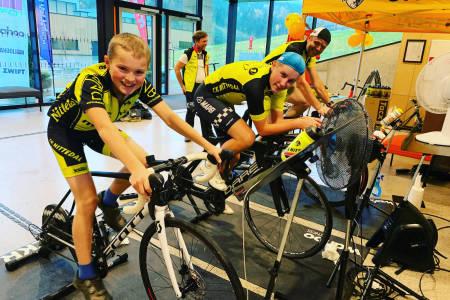 IVRIG: Noen av klubbens yngre ryttere var så ivrige at de syklet både tidlig og sent, forteller klubbens leder Johan Conradsrud. Foto: Stein Magnus Olafsrud