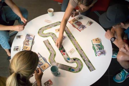 FOR GODT TIL Å VÆRE SANT? Kan et brettspill gjenopprette den gode gamle familielykken i den digitale tidsalder? Flamme Rouge kan definitivt det. Foto: Henrik Alpers