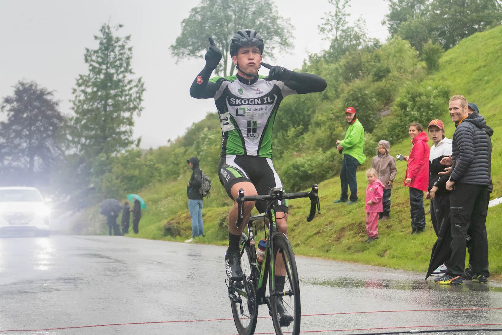 SOLOSEIER: Amund Solli fra Skogn IL vant fellesstarten i master-NM etter fire mil i brudd, den siste mila mutters alene. Foto: Cecilie Christensen