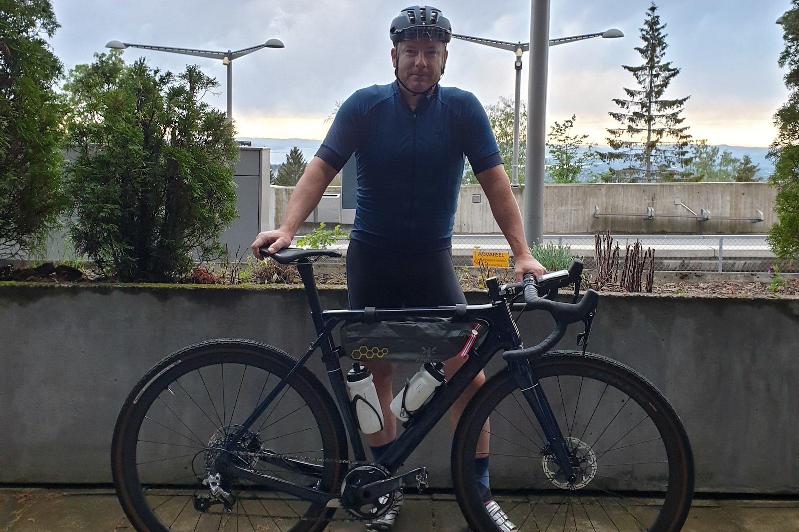 LANGTUR: Jeff Webb startet det 1200 kilometer lange brevet-rittet Paris-Brest-Paris klokka 0800 i morges. Han har 90 timer på seg til å fullføre. Foto: Privat