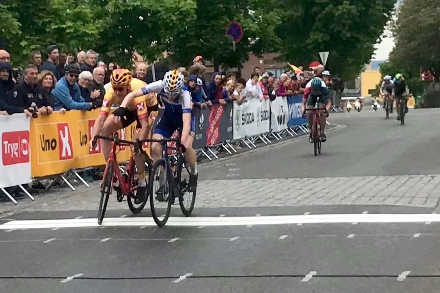 THRILLER: Matias Skretteberg (til høyre) vant Gylne Gutuer på målstreken foran Erik Nordsæter Resell. Foto: NCF