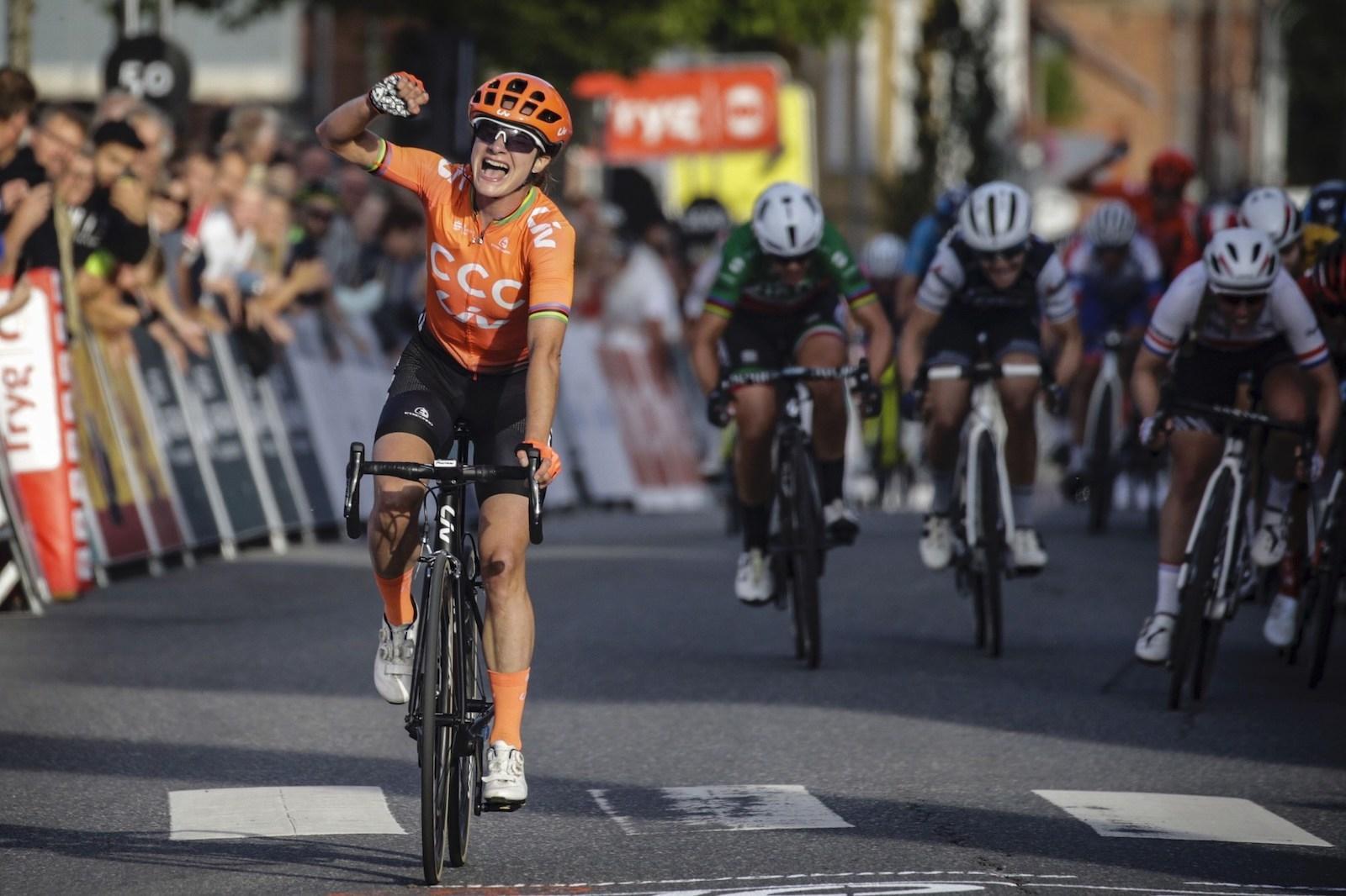 SPURTSEIER: Marianne Vos, som vant Ladies Tour of Norway i fjor, tok spurtseieren på andre etappe av rittet i dag. Foto: Cor Vos