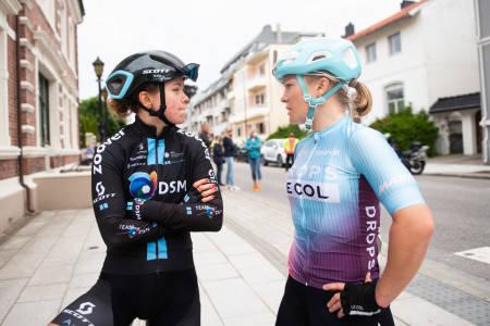 UTSPILT: Emilie Moberg (t.h) og Susanne Andersen ble begge utspilt i finalen. Moberg var langt fra fornøyd med utfallet. Foto: Henrik Alpers.