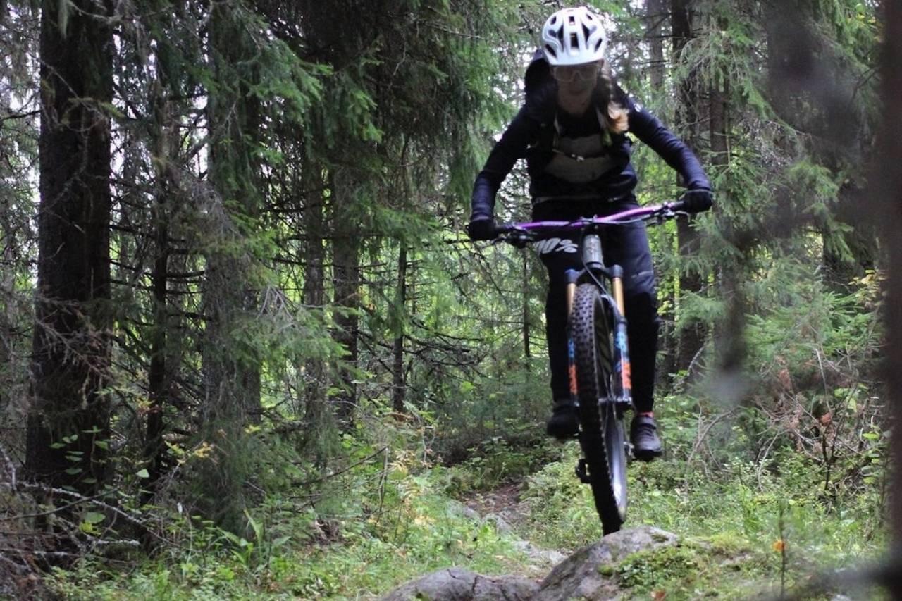 Anette Røssum Bastnes debuterte i Trysil enduro til soleklar seier i dameklassen
