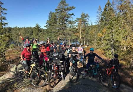 POPULÆRT: Jentetilbudet til Herja Endurolaug har blitt populært blant jenter som sykler. Foto: Martin Østberg