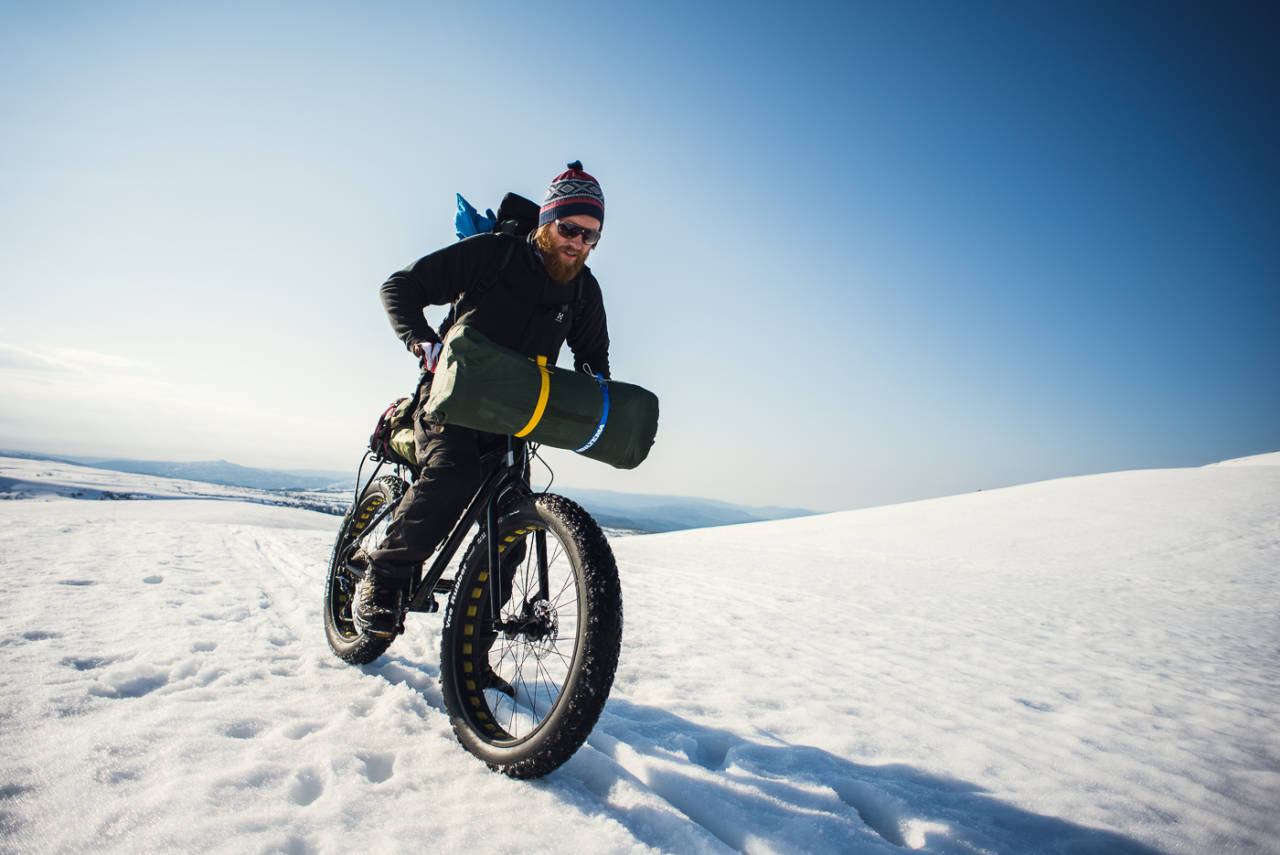 BARE NESTEN: Håkon prøver seg i litt for myk snø.