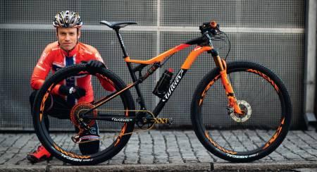 PROFF I ITALIA: Ole Hem lever sykkeldrømmen som terrengsykkelproff i Italia på italiensk sykkel. Profflaget Squadra Wilier Force 7C MTB team har utstyrt sine ryttere med det ypperste av utstyr.