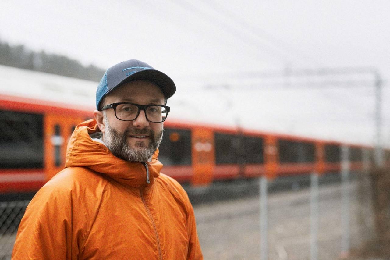VIL HA MED NSB: Haaken Christensen håper det kan tilrettelegges bedre for sykkel på tog i Norge i fremtiden. Foto: Kristoffer Kippernes