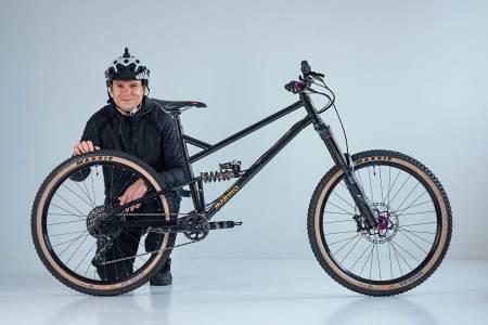 LANG OG SLAK: Lange og slake sykler er i vinden, men Espen Solvangs Marino Hepburn tar denne trenden til ytterpunktet. Foto: Marius Rua