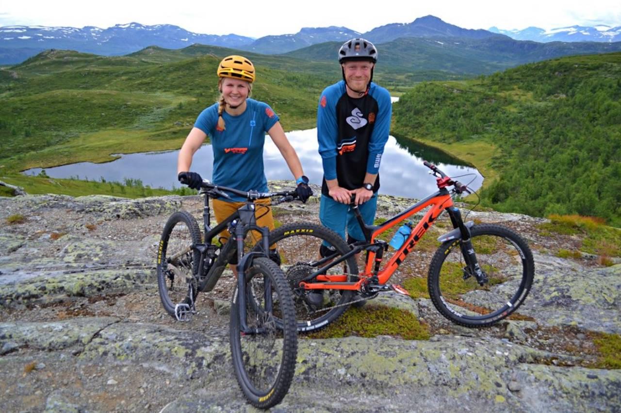 Kasper Madsen og Marie Wiborg i Bike Beitostølen er i gang med et storstilt stiutviklingskonsept for Beitostølen. Foto: Bike Beitostølen