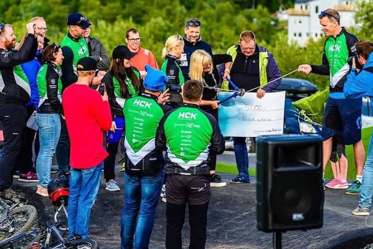 I helga ble pumptrackene i Blåbærhaugen sykkelpark i Harstad formelt åpnet, med taler og kjedekutting. Foto: Jacob Eitrheim