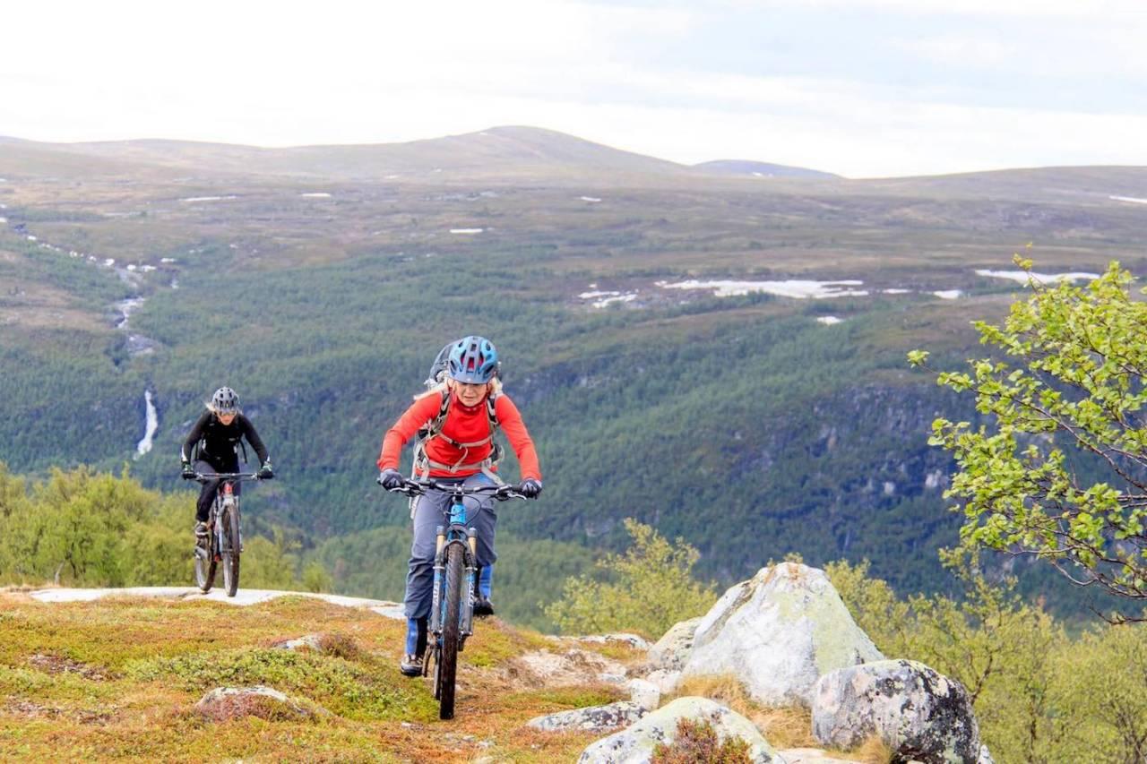 Økt bruk gir økt slitasje. Derfor har syklistene nå gått i spissen for et eget stifond i Alta. Foto: Bjørn Michaelsen