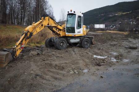 Hallingdals første sykkelpark skal bygges mellom elva og RV7, og innen juni 2017 skal den stå ferdig med to dirt jumps, pumptrack, rundbaneløype og balanseelementer. Foto: Knut Myking