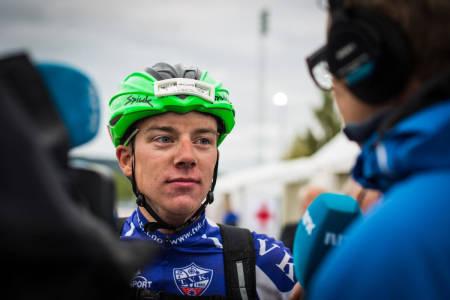 BEHOLDT ROEN: Selv om Åsmund Romstad Løvik var svært skuffet over at seieren glapp, var han både sympatisk og diplomatisk da han ble intervjuet av NRK like etter målgang. Foto: Snorre Veggan