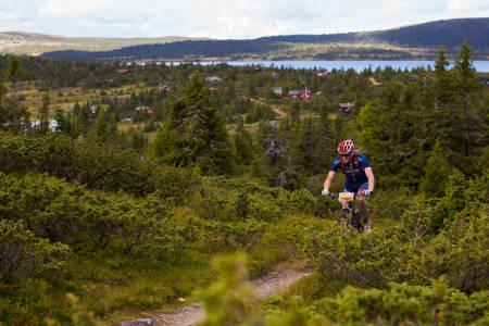 ENSOM I TET: Med tre mil igjen hadde Ola Kjøren hadde en solid ledelse i lia ovenfor Nordseter. (foto: Snorre Veggan)