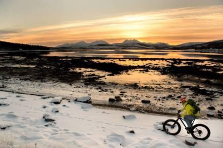 Håkøya Rundt byr på dyreliv, varierende underlag og unikt lys, særlig nå like før sola kommer opp over horisonten igjen. Foto: Pål Jakobsen