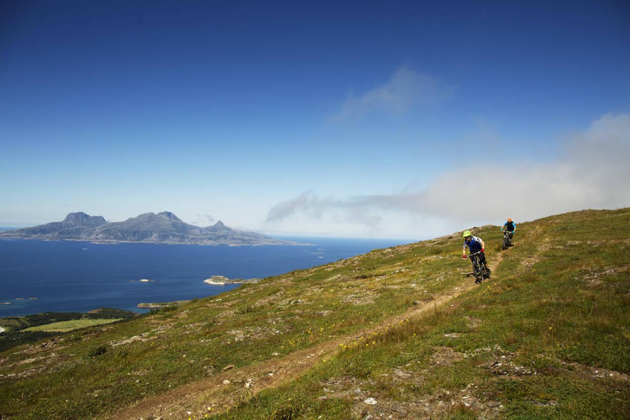 Med flytstier i hopetall og eksepsjonell utsikt blir Bodø Enduro en stifest verdt turen, mener rittleder Andreas Klette. Foto: Kristoffer Kippernes