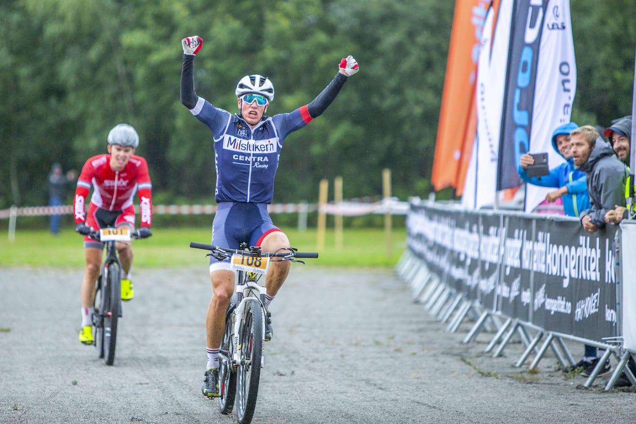 Eirik Bruland spurtslo Fredrik Haraldseth på oppløpet og vant Kongerittet med ett sekunds margin. Foto: Pål Westgaard