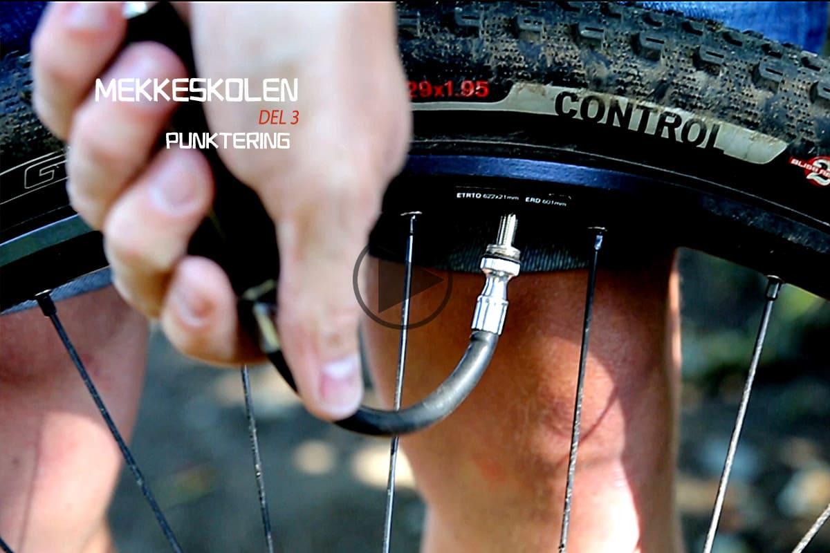 FORT GJORT: Med rett teknikk bytter du en punktert slange på under fem minutter. Bilde: Christian Nerdrum