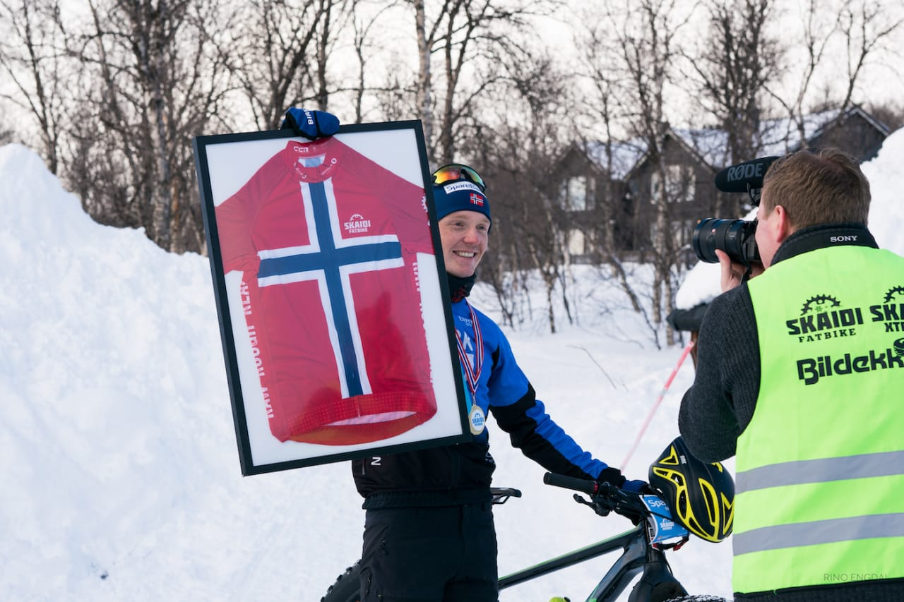 Audun Øverbye Hanssen tok NM-trøya i fatbike under lørdagens uoffisielle mesterskap på Skaidi. Foto: Rino Engdal