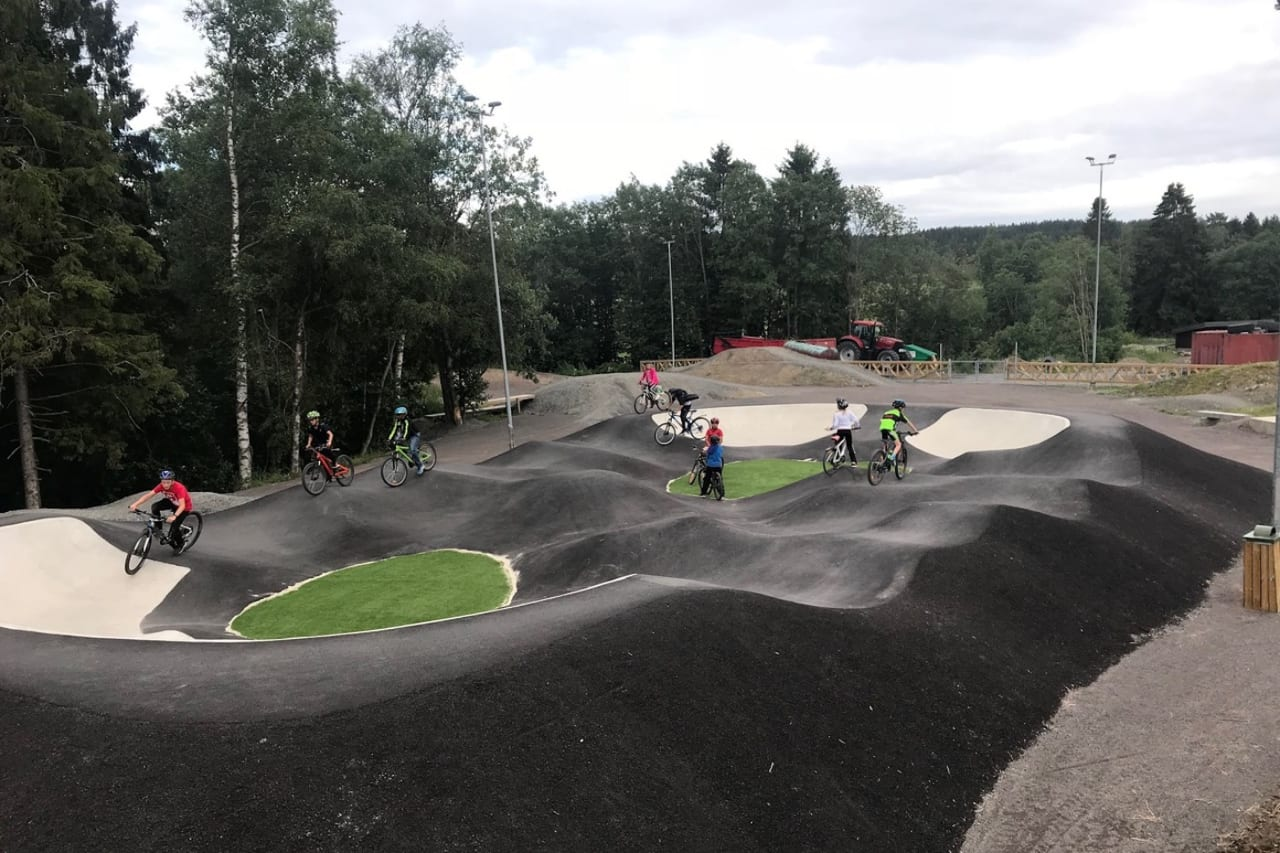 Da Lørenskog CK åpnet sitt eget sykkelanlegg tok interessen og aktiviteten av, også utenfor de fastsatte treningene. Foto: Lørenskog CK