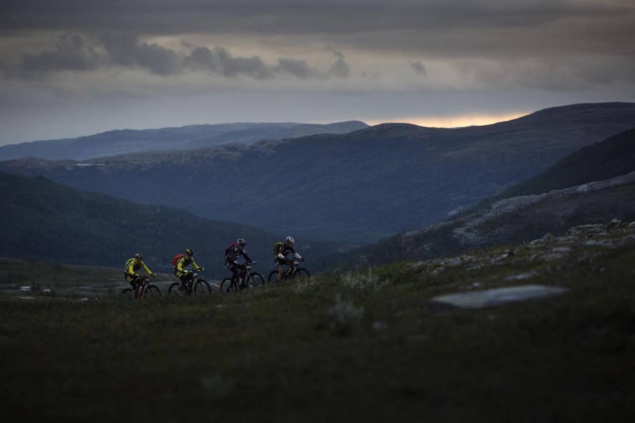 I kveld starter de fleste klassene i det 70 mil lange Offroad Finnmark OF700, inkludert årets nyhet - soloklassen. Foto: Kristoffer Kippernes