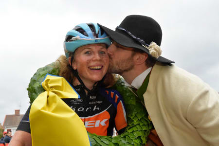 Elisabeth Sveum vant Cykelvasan etter treveisspurt til målstreken. Foto: Nisse Schmidt