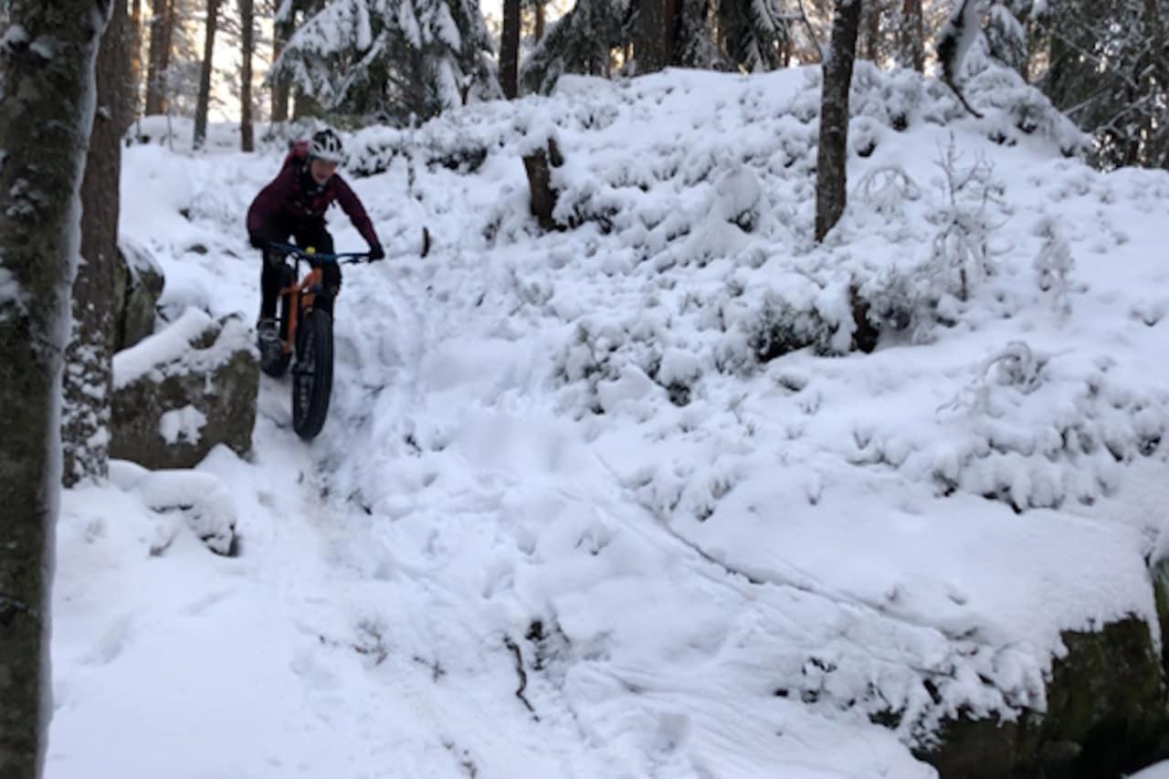 For tiden er det magisk fatbikeføre i Trulsen i Østmarka, sier Anette Røssum Bastnes fra Team Terrengsykkel 2018. Foto: Håvard Mageli