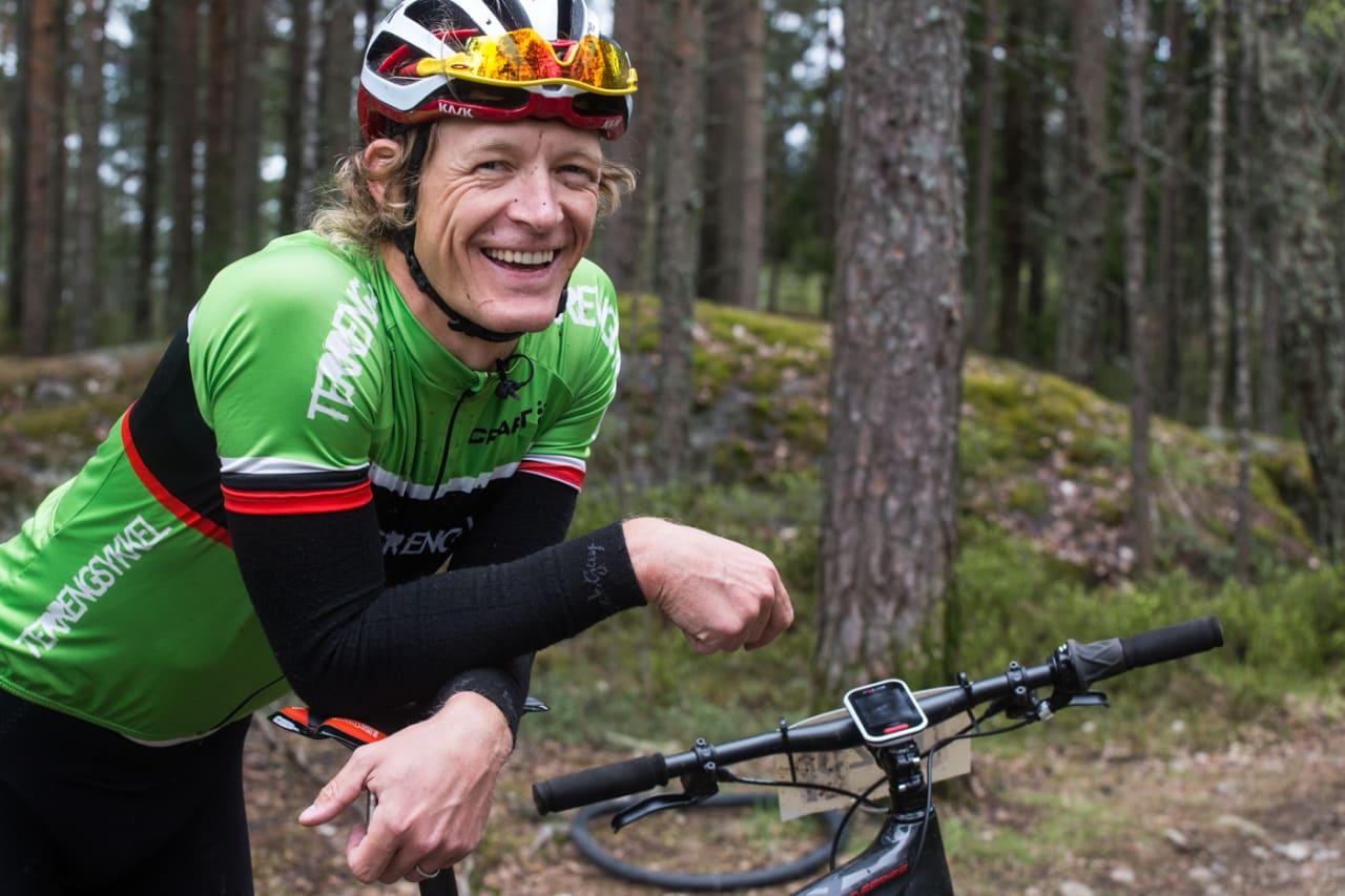 SYKKELKYNDIG TYPE: Redaktør Øyvind Aas skal gjøre dere til bedre rittklister denne sommeren. Se opp for hele 10 episoder av den nye programserien her på terrengsykkel.no. Bilde: Christian Nerdrum
