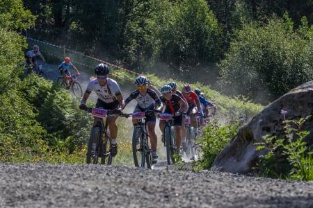 I år sykler også eliteklassen den ordinære 91 kilometer lange traséen som hovedsakelig består av grus og vei. Foto: Rune Helliesen