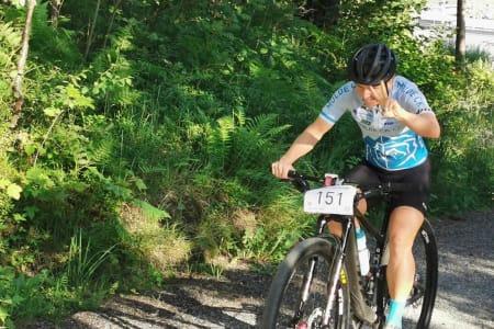 Hildegunn Gjertrud Hovdenak vant tredagersrittet Molde Sykkelfestival, og var også tredje beste rytter uansett klasse. Foto: Bjørn Smisethjell
