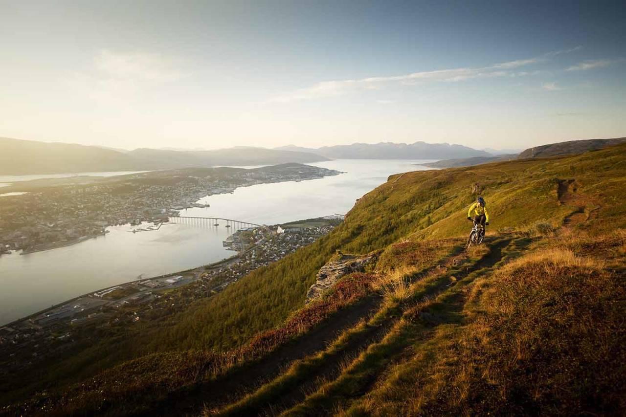Stisykkelmilljøet i Tromsø vokser, og nå har miljøet stiftet et nytt lokallag i NOTS som skal jobbe for terrengsyklistene lokalt. Foto: Kristoffer Kippernes