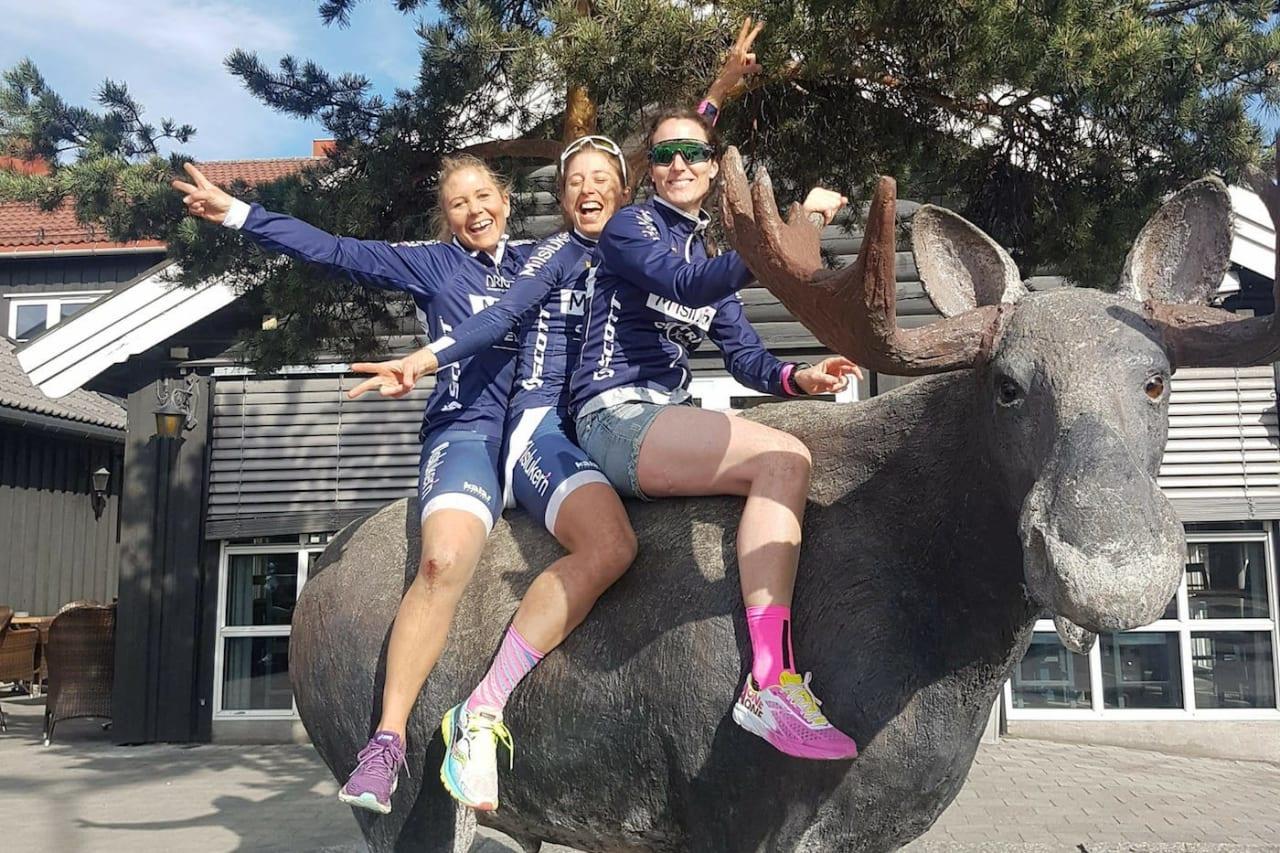Anne Helene Reiten (til venstre), Miriam Sivertsen og Sunniva Dring er tre av totalt fem ryttere som utgjør elitelaget til Milslukern 2019. Foto: Milslukern