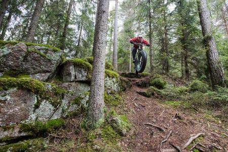 FETEN: Kristoffer Kippernes klemmer ut et dropp syklister av Årvoll nok vil kjenne igjen. Bilde: Christian Nerdrum