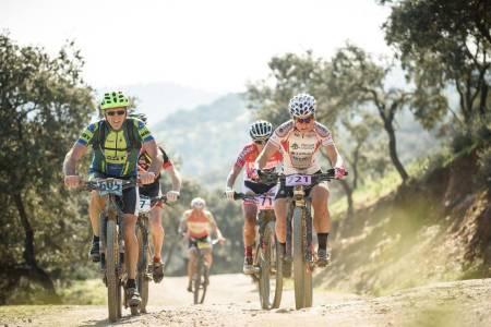 To punkteringer kostet Hildegunn Gjertrud Hovdenak seieren på femte etappe i Andalucia Bike Race. Foto: Andalucia Bike Race presented by Shimano