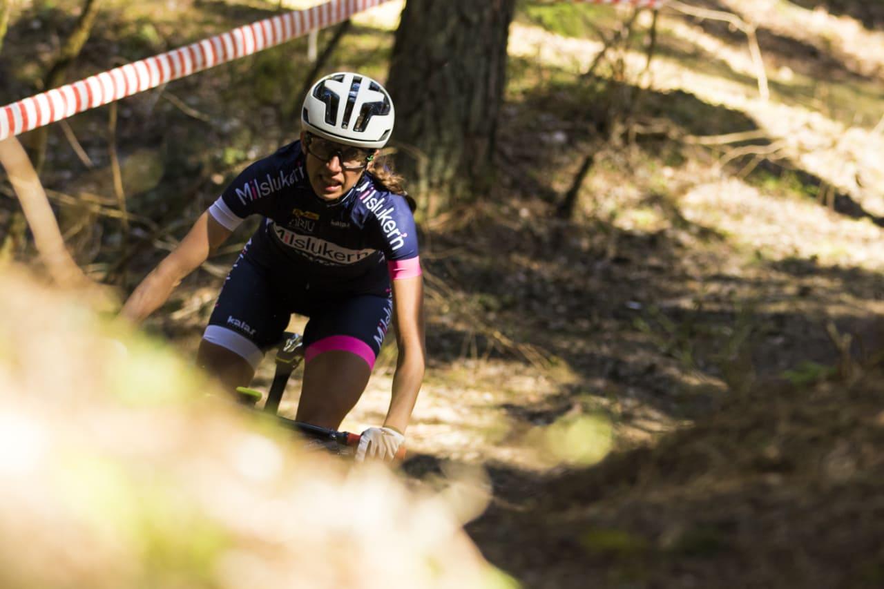 Miriam Sivertsen brakk ryggen på tre steder i fjor. Nå er hun klar for etapperittet Swiss Epic. Foto: Per-Eivind Syvertsen