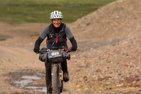 Nina Gässler ble historisk for andre gang i Offroad Finnmark: I dag vant hun soloklassen på lang løype, og var også den 10.rytteren totalt. Foto: Morten Broks