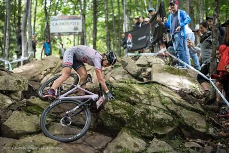Gunn-Rita Dahle Flesjå var nedpå under verdenscuprunden i Mount Sainte Anne søndag, der hun ble nummer 20 til tross for lungebetennelse og brukket ribbein. Foto: Team Merida Gunn-Rita