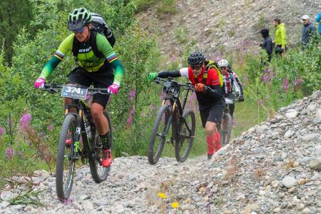 Gunn-Rita Dahle Flesjå og Geir Lien underveis i OF300. Foto: Marit Leinan Abrahamsen/Offroad Finnmark