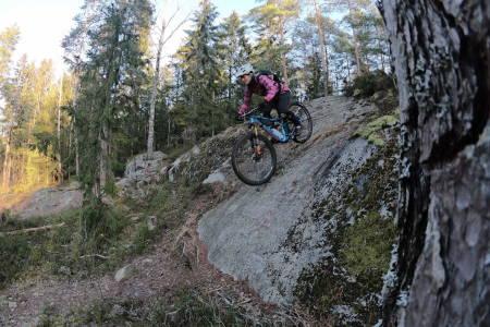 Anette Bastnes på tur i Grønliåsen i Østmarka lørdag. Foto: Håvard Mageli