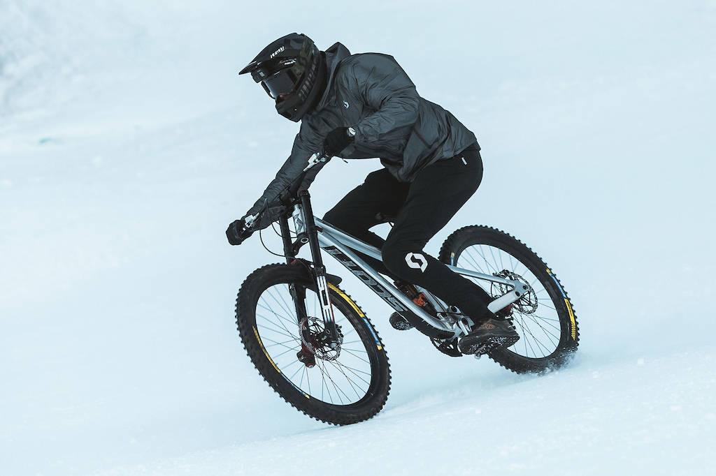 SLALOM: Å sykle i slalombakken er ikke noe de fleste orker å prøve seg på. Foto: Scott