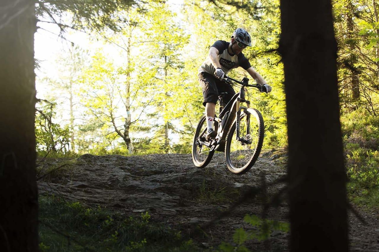 Hva skal NOTS sentralt formelt mene om elsykling på stier? Det kan drøye til 2020 før organisasjonen bestemmer seg. Foto: Erlend Sande