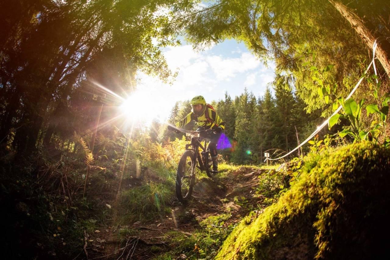Også i år blir det fire etapper i Hakadal Enduro. Men det er alt som er likt som i fjor. Foto: Kristoffer Kippernes