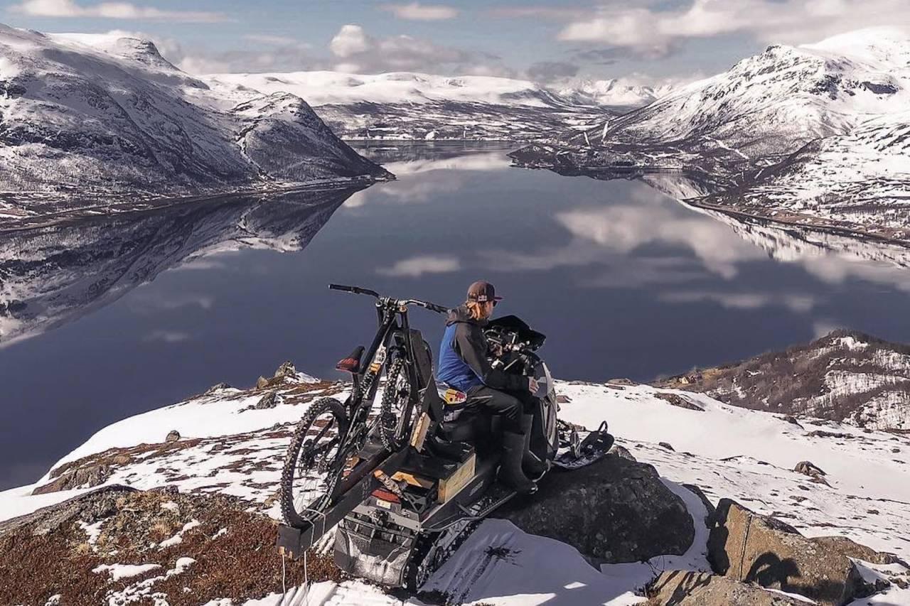 """Mads """"Makken"""" Haugen har syklet i Alta. Det ble mer utfordrende enn han hadde forventet. Foto: Tor Ole Larsen"""