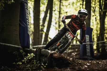 Mille Johnset syklet inn til tredjeplass i finalen på sesongåpnigen i IXS-cupen 2019. Foto: Moonhead Media